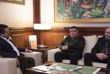 El presidente de la Diputación de Castellón, Javier Moliner, se ha reunido con el alcalde de Arañuel,