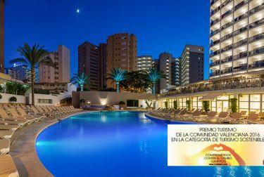 El Hotel RH PRINCESA de Benidorm recibe dos de los galardones más relevantes del sector turístico británico