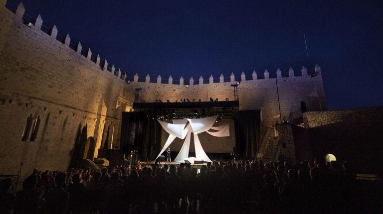 La Diputación de Castellón vuelve a llenar el Castillo de Peñíscola esta noche con la ópera 'La Bohème'