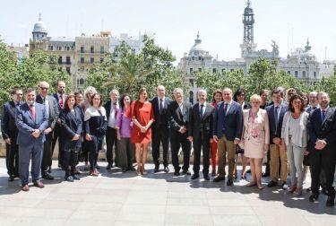 El ayuntamiento de valencia recibe a los embajadores de la EU