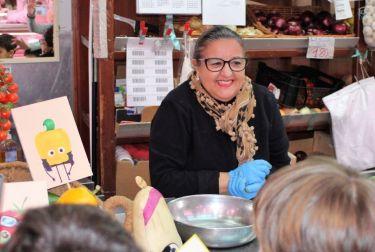 40 niños asisten a un taller de alimentación saludable en el Mercado Central de Valencia