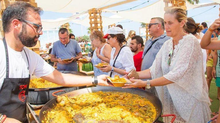 Toni Carceller fomenta la cultura del almuerzo en el antiguo cauce del rio
