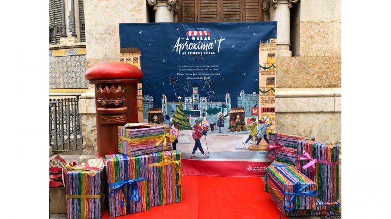 El Ayuntamiento repartirá esta navidad 49.000 postales personalizadas y 21.000 cajas regalo