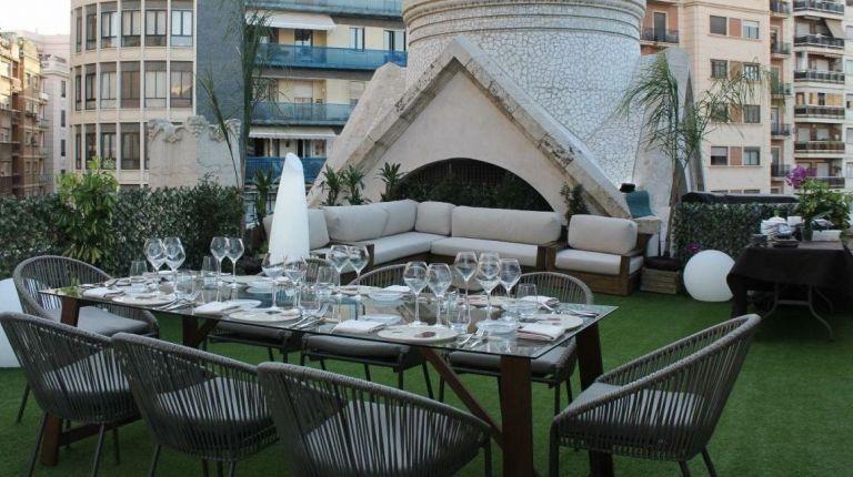 Últimos días para participar en el sorteo de una cena en la terraza del Mercado Central con motivo de la Nit de Sant Joan