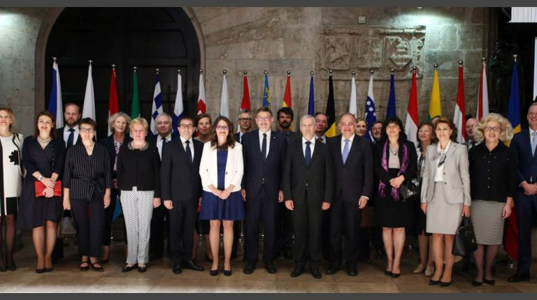 El Consell traslada a los embajadores de la UE su compromiso en favor de la devolución y ampliación de los derechos de las personas