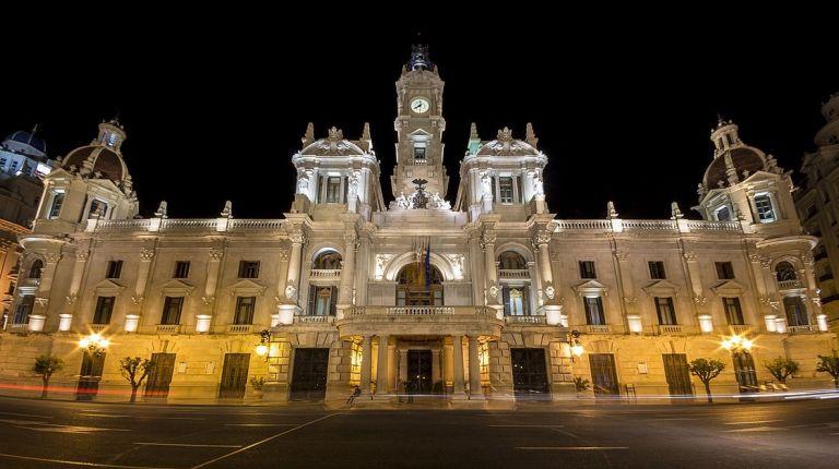 """A partir de las 22 horas se podrá acceder a la fiesta de """"Campanades de cap d'any"""" en la Plaza del Ayuntamiento"""