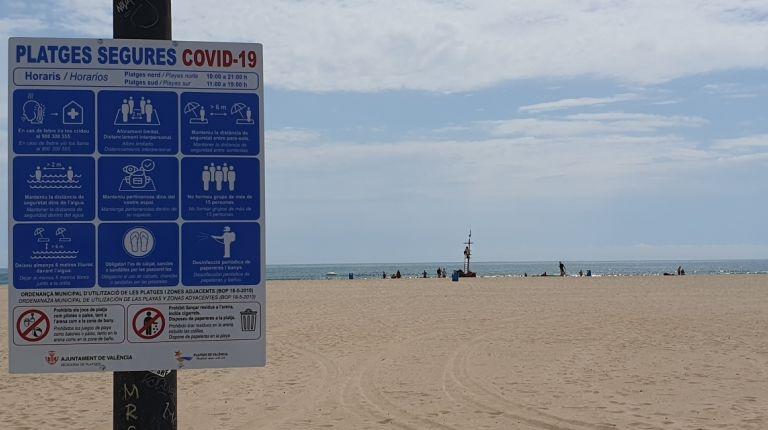 Las playas de valència estrenan la fase 2 de la desescalada con 40 personas informadoras y 80 efectivos del servicio de vigilancia