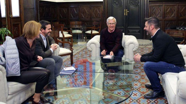 Joan Ribó, acompañado del concejal de Comercio, Carlos Galiana, ha recibido hoy al nuevo presidente de CECOVAL