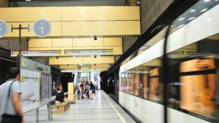 """El servicio nocturno de Metrovalencia comienza con """"puertas abiertas"""""""