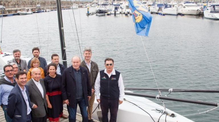 El nuevo barco de la clase internacional 6M se botó en Sanxenxo