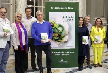 EL AYUNTAMIENTO PRESENTA EL LIBRO DEDICADO A LA GASTRONOMÍA VALENCIANA 'DE L'HORTA AL PLAT. PLANTAR, CRÉIXER, MENJAR'