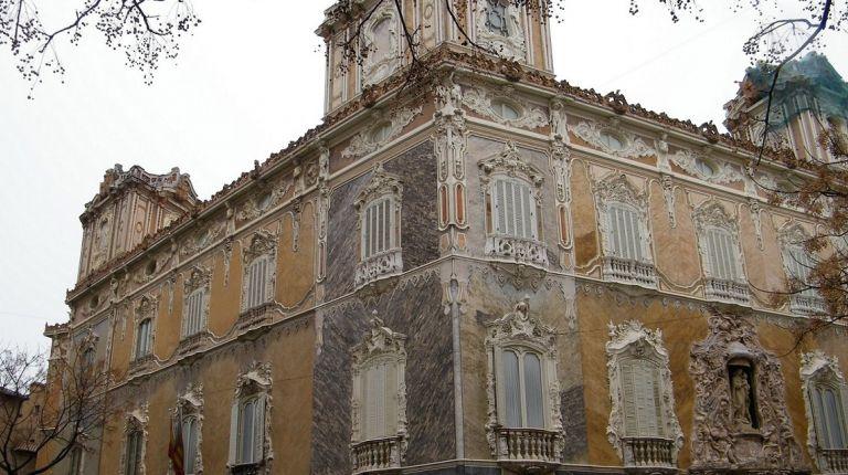 El Museo Nacional de Cerámica en Valencia lleva a cabo tareas de conservación en la portada de alabastro