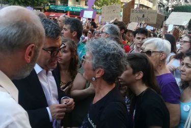 El delegado del Gobierno  se reúne con una representación de las convocantes de la concentración