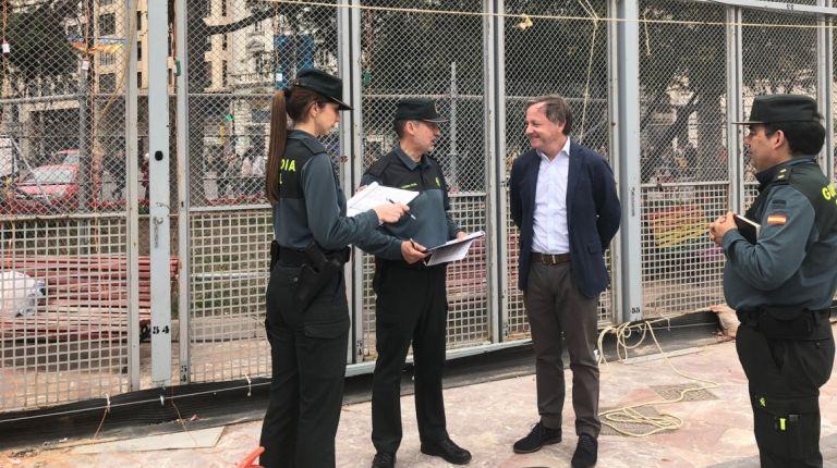 El delegado del Gobierno acude a la inspección de la mascletà de Valencia
