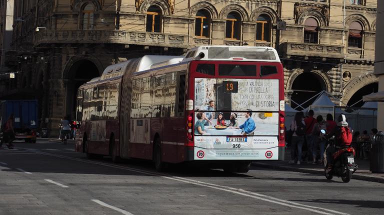València promociona su oferta turística en los autobuses de Bolonia