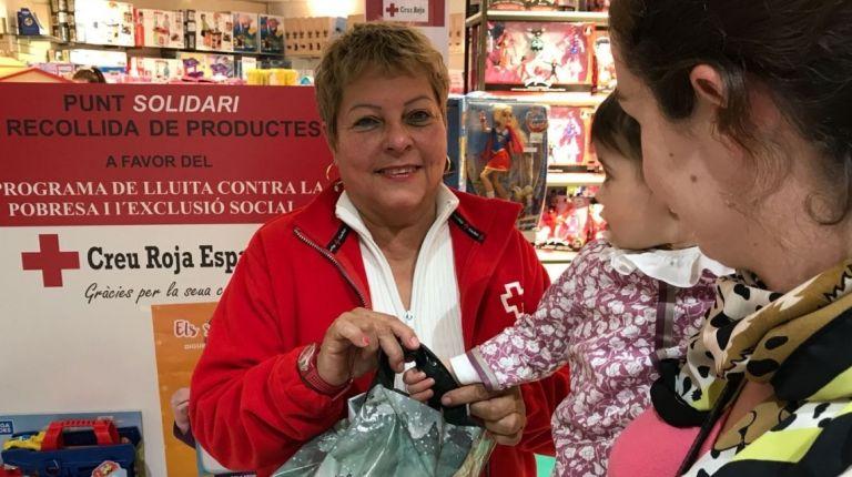 Cruz Roja Juventud reparte en Valencia más de 2.700 juguetes para 1.300 niños, niñas