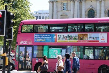 València recorre la ciudad de Belfast en autobús