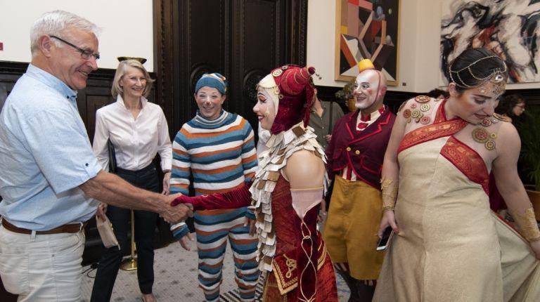 El alcalde de Valencia ha recibido esta mañana en el Ayuntamiento a una representación del Cirque du Soleil