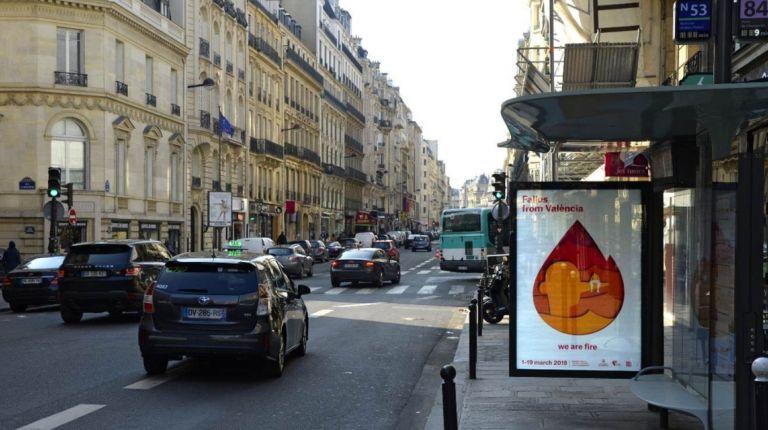Los carteles ya lucen en las marquesinas de autobuses de París y de Londres