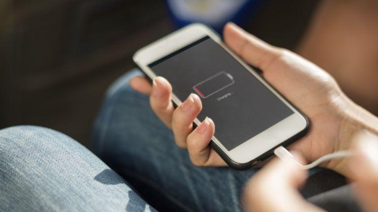 Cargar el móvil cuesta menos de 1€ al año