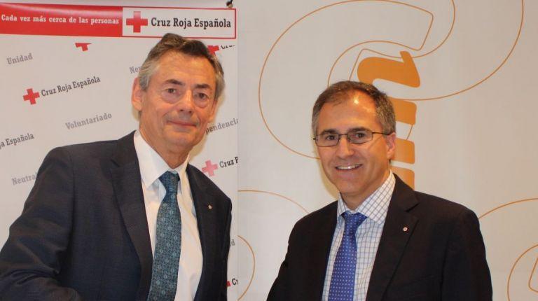 Consum y Cruz Roja renuevan su convenio de empleo  y acción social para colectivos vulnerables