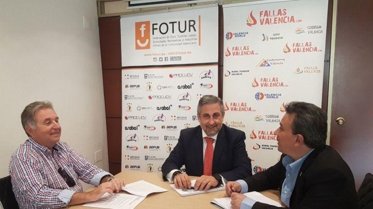 Fotur y  KMCMobile firman un acuerdo de colaboración