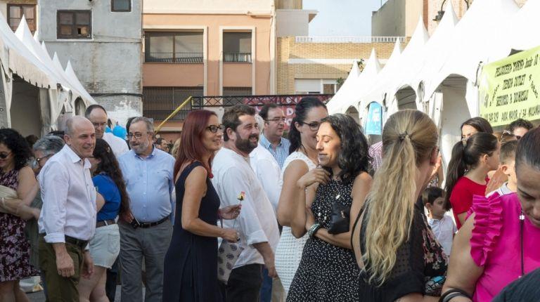 Maria Josep Amigó apoya el comercio local como base del tejido productivo municipal