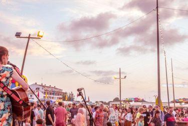 La tercera edición de Solmarket se celebrará en la playa de El Puig con 25 conciertos, 100 expositores, 20 food trucks y un sinfín de actividades infantiles