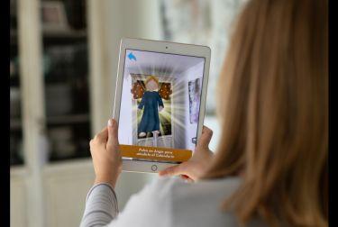 Un valenciano idea una aplicación móvil para que un ángel virtual ayude a los niños a hacer una obra buena cada día de Adviento