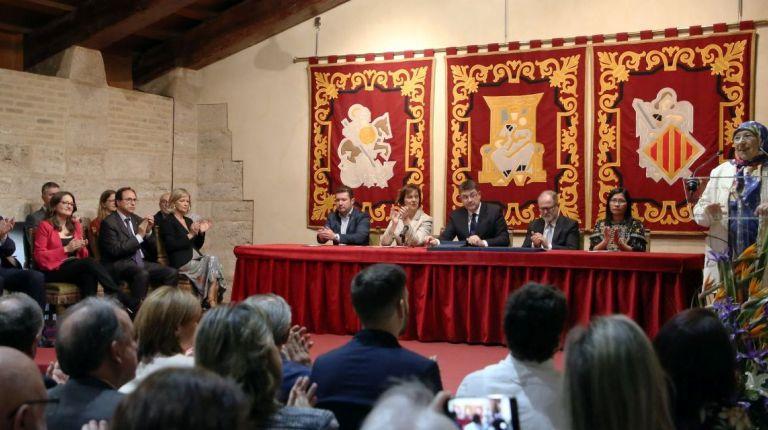 Puig asiste al acto institucional del Día de les Corts Valencianes