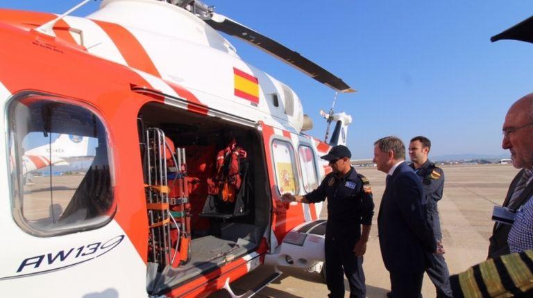 El delegado del Gobierno en la Comunitat Valenciana, Juan Carlos Moragues, ha visitado hoy la base los medios aéreos de Salvamento Marítimo