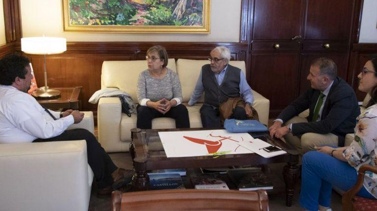 Moliner se reúne con la alcaldesa de Cirat, Manuela Monzonís
