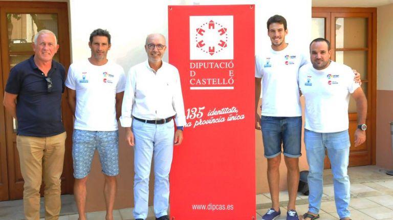 Martínez reconoce a cuatro deportistas del Real Club Náutico de Castellón por su tercer puesto en el mundial del Kayak-Polo